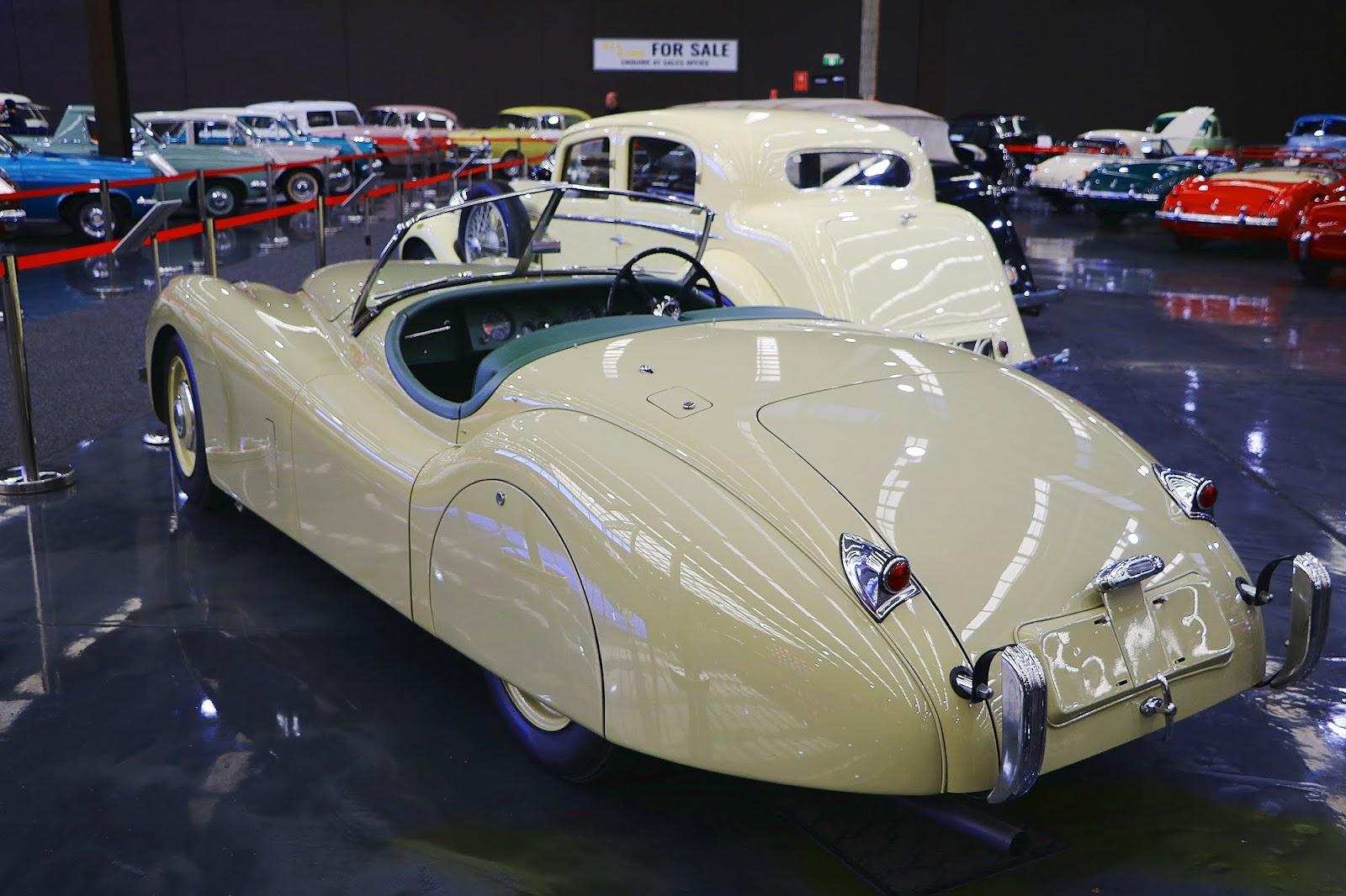 1953 Jaguar XK120 (09).jpg