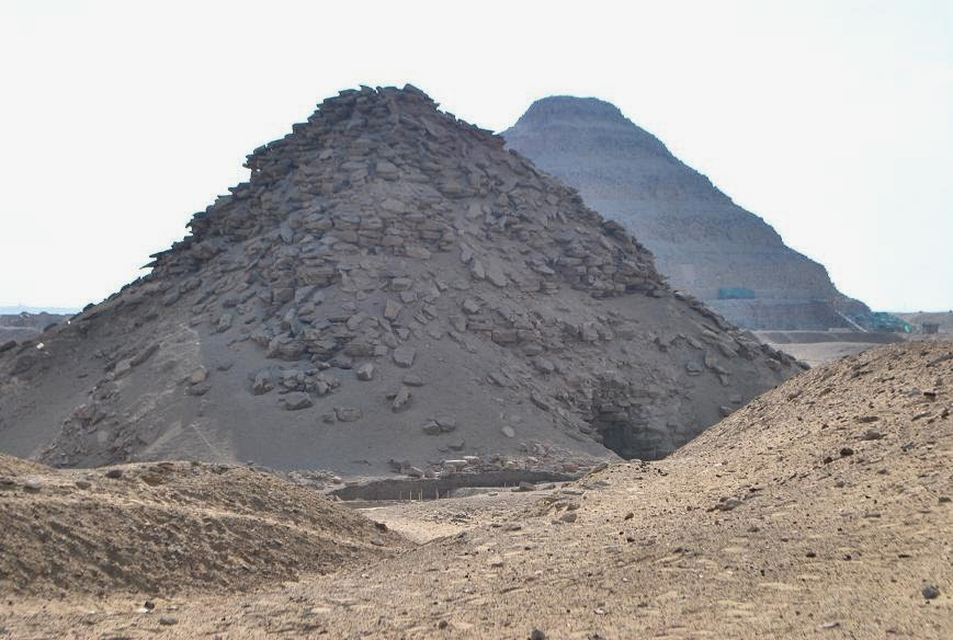 saqqara-pyramids-of-userkaf-and-djoser_0