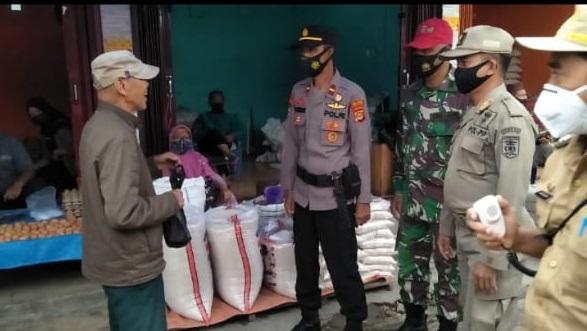 TNI, Polri, Satpol PP dan Puskes Liwa Gelar Operasi Yustisi di Pasar Liwa