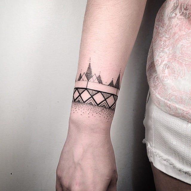 dotwork_e_auto-croquis_de_pulso_banda_tatuagem