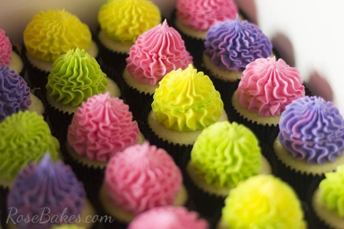 Bright-Festive-Cupcakes-750x500