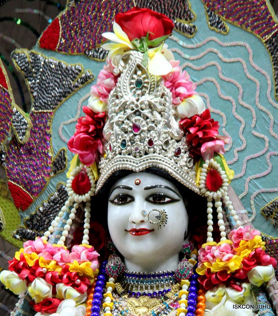 ISKCON Juhu Sringar Deity Darshan on 19th Oct 2016 (5)