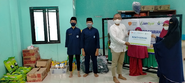 Keseruan Berbagi Bantuan Pendidikan Dan Sembako Terdampak Covid 19 Bersama Jamkrindo dan Rumah Zakat di Yayasan Al-Ummahat Rawa Lumbu