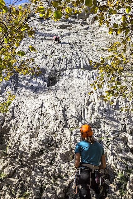 Escalando en Quirós sector La Selva