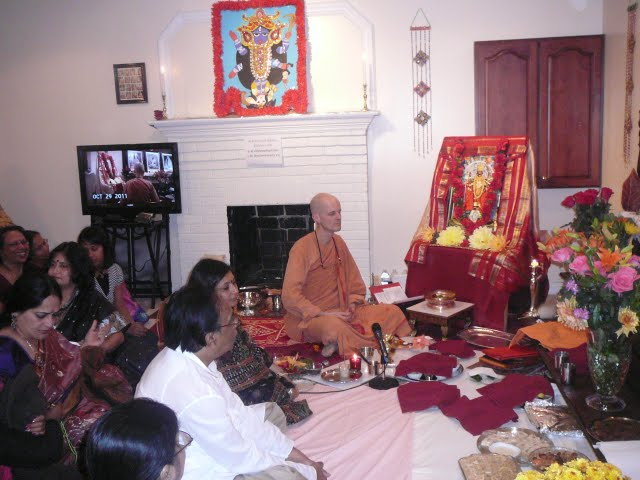 Swami Mahayogananda conducts the puja