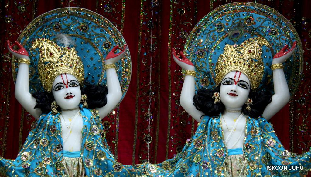 ISKCON Juhu Mangal Deity Darshan on 25th Oct 2016 (28)