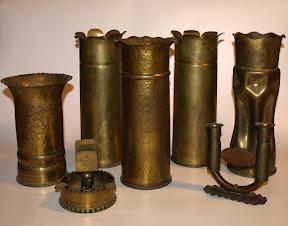 Vazen, asbak, kaarzenstandaard gemaakt van Britse hulzen.
