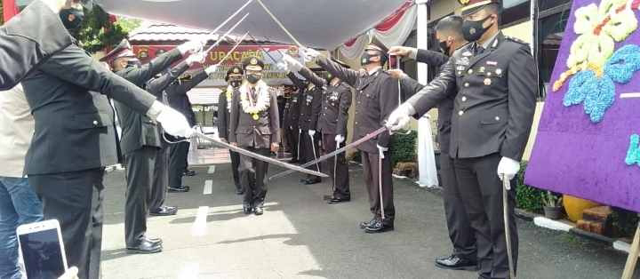 Kapolres Lahat AKBP Achmad Gusti Hartono, SIK Pimpin Upacara Wisuda Purna Bhakti Personel Polres Lahat