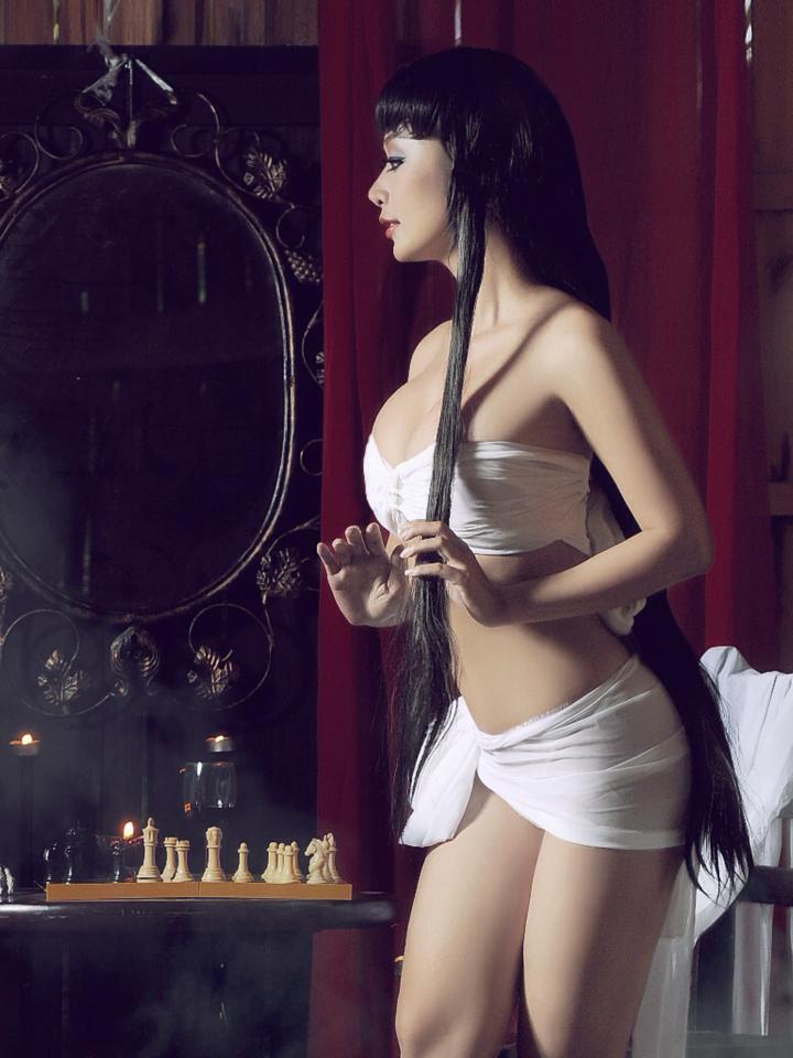 Ảnh Lê Kiều Như gợi cảm trong trang phục trắng mỏng manh