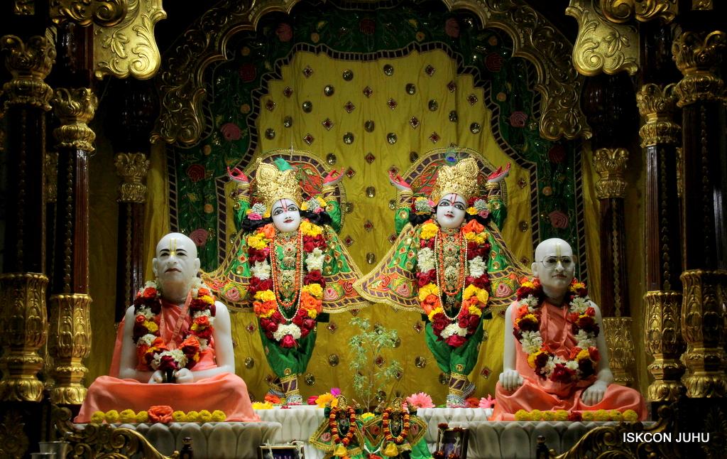 ISKCON Juhu Sringar Deity Darshan on 18th Jan 2017 (39)