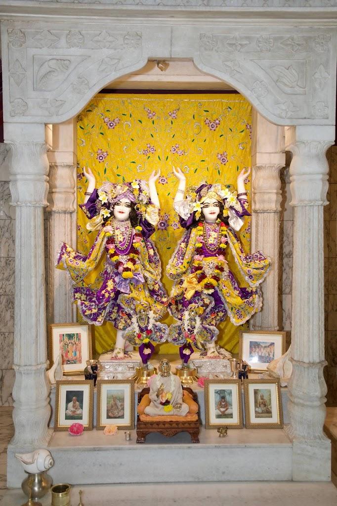 ISKCON New Govardhana Deity Darshan 22 Dec 2016 (62)