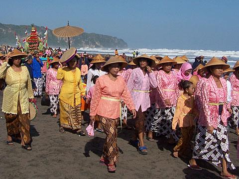 Labuhan+di+Pantai+Parangtritis 1 Pantai Parangtritis, Pantai Paling Terkenal di Yogyakarta