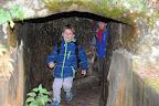 průchod temným tunelem
