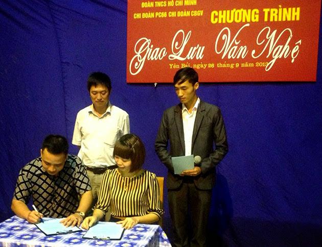 Giao lưu văn nghệ và ký giao ước kết nghĩa của Chi đoàn CBGV tại Công an tỉnh Yên Bái.