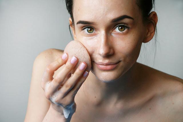 5 akcesoriów, które ułatwią Ci pielęgnację twarzy
