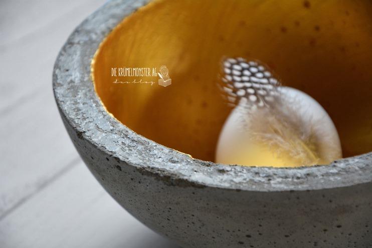 Betonschale mit goldener Patina (06)