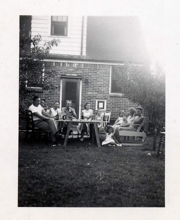 Backyard Picnic, Martin Wurster, Ruth Wurster, Dorothy, Lee, Betty, Francie, Cathie Wurster, Ellie Sydow, Henrietta, Robert Caldwell