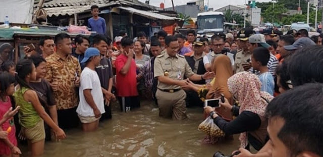 Demo Anies Soal Banjir, Rektor UIC Dukung Ormas Fahira Idris: Pengalihan Kasus Jiwasraya, Asabri dan Suap KPU
