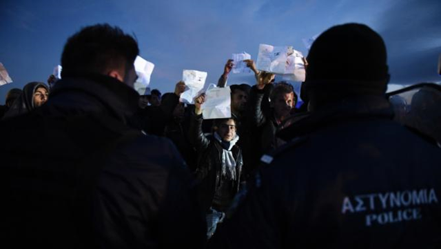 Afghan refugees stage a rally demanding to be allowed by the Greek police to reach the borderline with Macedonia, near the northern Greek village of Idomeni, on Sunday, 21 February 2016. Migrants keep piling up at Greece's border with Macedonia, as flow to Greece's northern neighbor has slowed considerably. Photo: Giannis Papanikos / AP Photo