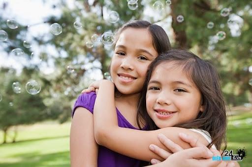 6 gợi ý tuyệt vời dạy con biết chia sẻ và yêu thương - DIENANH24G 6 gợi ý tuyệt vời dạy con biết chia sẻ và yêu thương