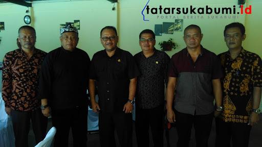 Kajari Sukabumi Alex Sumarna, ketiga dari kiri// Foto : Rapik Utama