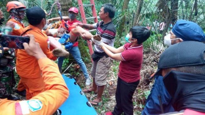 Tak Kunjung Turun, Nyoman Sumatra Ditemukan Tak Bernyawa di Pohon Kelapa Setinggi 30 Meter