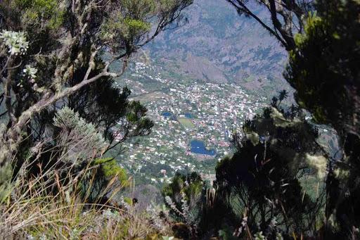Cilaos photographié depuis la crête (coteau Kervéguen), pendant la descente.