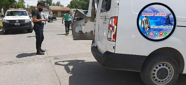 Una camioneta chocó con otra que salia marcha atrás en calle Alvarez Jonte al 1800