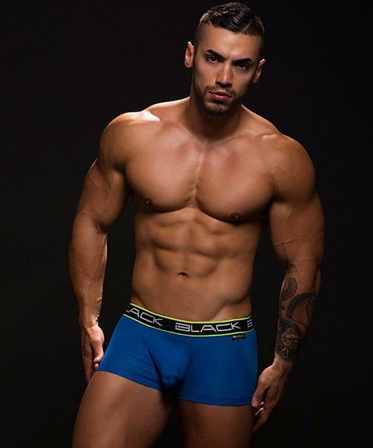 Arad Winwin for Black trunks