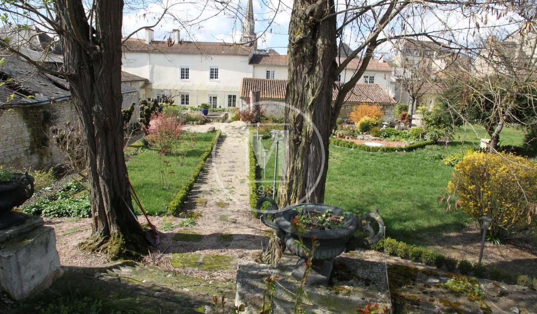 Maison Mirebeau