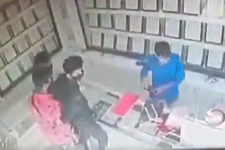 robbed-a-jewellers-shop-cctv-video