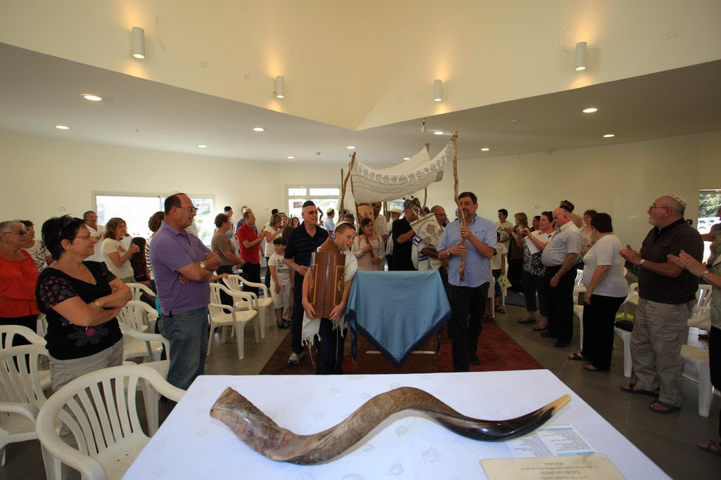 Relocating Torah Scrolls 2012  - 2012-05-25 17.03.32.jpg