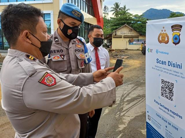 Masuki Lingkungan Polres Kotabaru, Wajib dengan Aplikasi PeduliLindungi