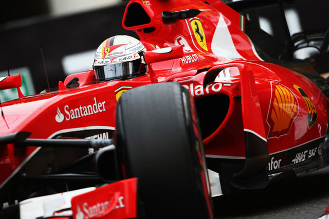 Vettel a bordo do seu Ferrari