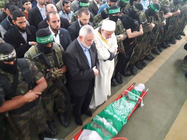 Ismail Haniyeh mengimami solat jenazah tentera Al-Qassam