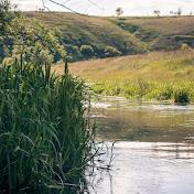 Пальна, подмывая то правый, то левый берег,  образует долину, напоминающую каньон