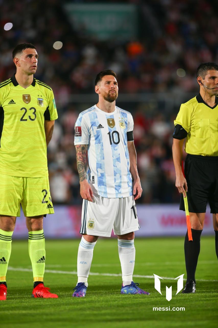 Messi giải cứu Argentina trong một tình huống mất bóng nguy hiểm