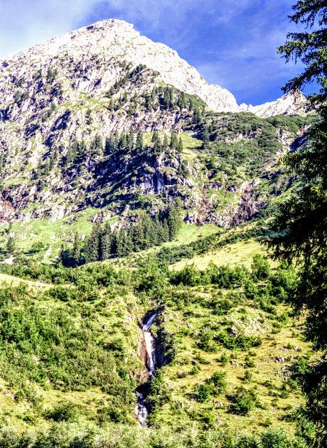 Tannheim Tirol - Blick zum Bergaicht-Wasserfall