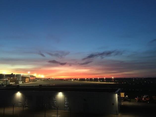 "Flughafen Düsseldorf<br><a class=""photo_author gallery_photo_author"" href=""https://maps.google.com/maps/contrib/100881515144325872026/photos"" target=""_blank"">Foto: PiTi Kern</a>"