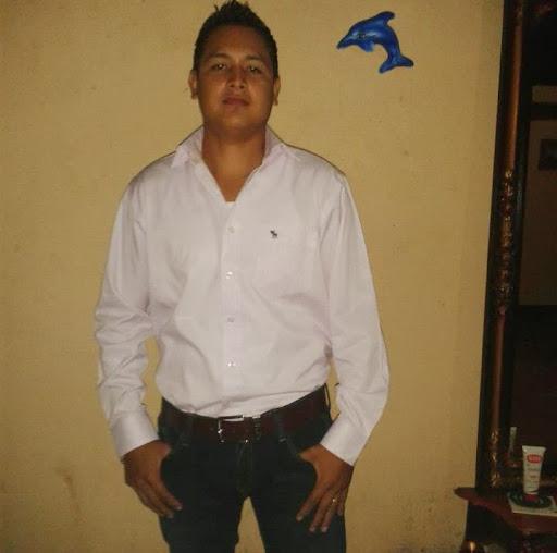 Melvin Velasquez Photo 21