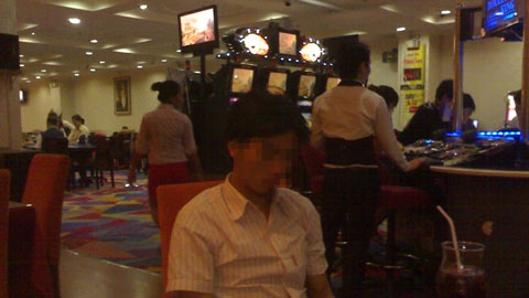 Viet+gamblers+in+Bavet+casino+04+%2528VN+net+bridge%2529.jpg