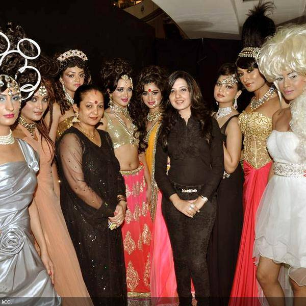 Dorris Godambe and Amy Billimoria with models caught on camera during their wedding show, held in Mumbai. (Pic: Viral Bhayani)