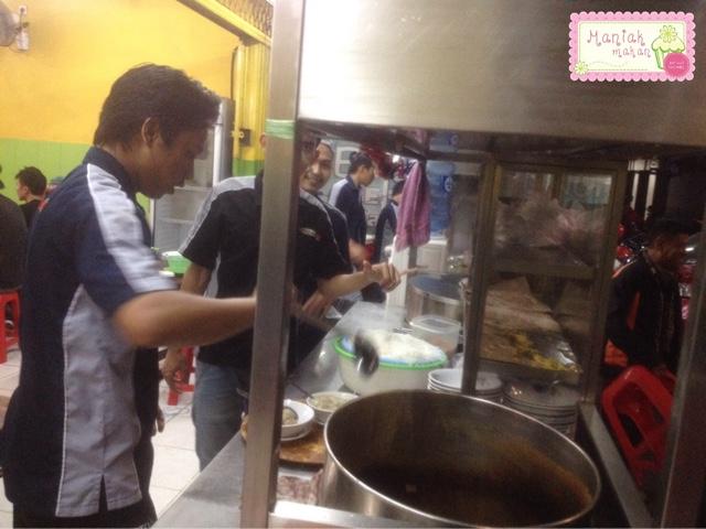 maniak-makan-bakso-solo-samrat-jakarta-open-kitchen