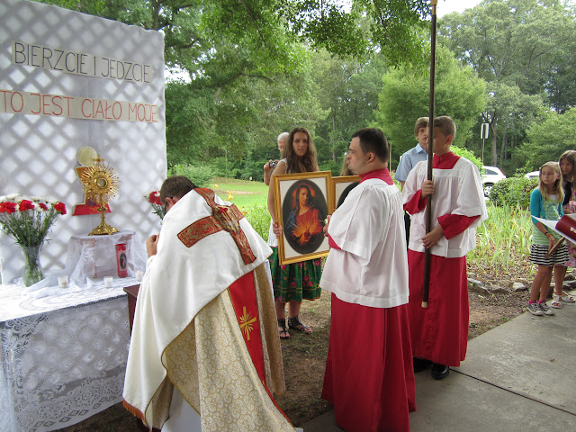 6.26.2011 Boze Cialo - procesja do 4ech oltarzy - IMG_0357.JPG