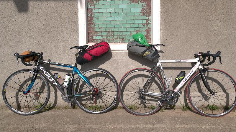 Bicicletele lla plecarea din Targu Secuiesc, cu tot ce avem nevoie pentru cele 4 zile de concediu pe ele.
