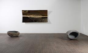권석만, 발아하는 공간, 2008, 107×85×45, 120×68×70, 240×120×18cm, 스테인리스 스틸, 오석 1