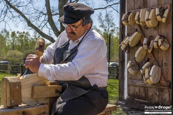 Pokazy tworzenia klumpów - butów dla konia - na Czarnym Weselu w Klukach