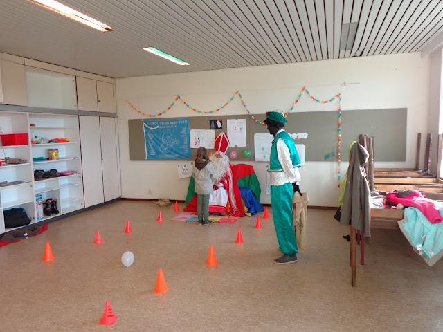 Sinterklaas op de scouts - 1 december 2013 - DSC00192.JPG