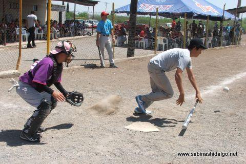 Jonathan García de Cerveceros en el softbol del Club Sertoma