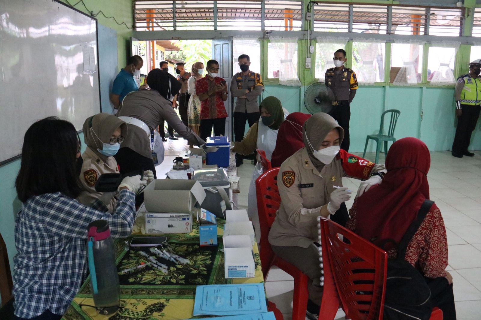 Kapolres Inhil Pantau Pelaksanaan Vaksinasi di Sekolah